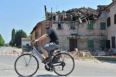 In Rovereto ist ein Hausdach eingestürzt. (Bild: Keystone / EPA)