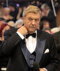"""Seine letzte Sendung: Karl Moik wähernd dem """"Silvesterstadl"""" 2005. Während der Sendung erlitt der Moderator einen leichten Schlaganfall. (Bild: Keystone)"""