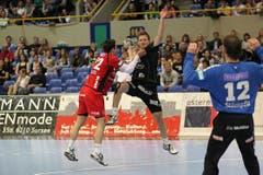 Berns 22 Sepp Schwander (links) gegen Kriens 38 Thomas Hofstetter. (Bild: Roger Zbinden)