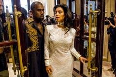 Auftritt Kim Kardashian und Kanye West bei einer Modeshow in Paris. (Bild: Keystone)