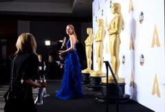 So unspektakulär siehts hinter den Kulissen aus. Das Siegerlächeln der besten Hauptdarstellerin Brie Larson trübt das nicht. (Bild: Keystone/EPA/Paul Buck)