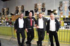 Gabenchef Richi Albisser (zweiter von links) und seine Helfer Josef Ulrich, Roland Baggenstoss und Walter Reichlin. (Bild: Franz Föhn)