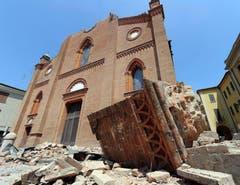 Der Dom in Mirandola hielt dem Beben nicht stand. (Bild: Keystone)