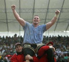 Sieg am Innerschweizer Schwing- und Älplerfest 2007 in Stans. (Bild: Urs Flüeler / Keystone)