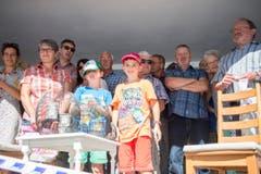 Weltrekordversuch, mit dem Ziel eines Eintrags im Guinessbuch der Rekorde: In Altstätten wird das längste Cordon bleu gemacht (Bild: Urs Bucher)