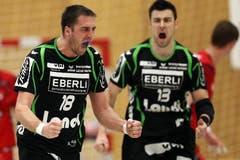 Kriens Boris Stankovic (links) und Markus Jeremias (rechts) bejubeln einen Treffer (Bild: Philipp Schmidli / Neue LZ)