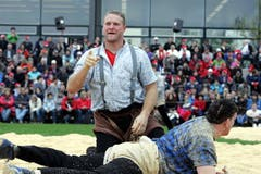 Andreas Ulrich (oben) gewinnt gegen Florian Hasler. (Bild: Werner Schelbert / Neue ZZ)