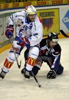 Corsin Casutt (rechts) gegen Daniel Schnyder. (Bild: Keystone)