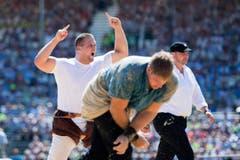 Henryc Thönen, links, triumphiert gegen Roger Rychen im 3. Gang. (Bild: URS FLUEELER)
