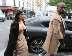 Das Ehepaar Kardashian/West bei seiner Ankunft bei einem Luxusshop in Paris. (Bild: Keystone)