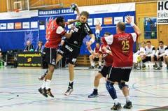 HCK-Spieler Daniel Baverud beim Abschluss. (Bild: Remo Nägeli / Neue LZ)