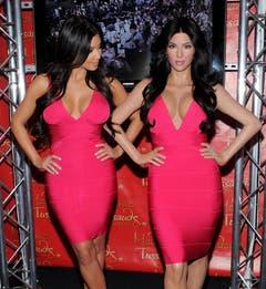 Das Original (links) und ihr Double im Wachsfigurenkabinett von Madame Tussauds in New York. (Bild: Keystone)