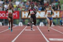 Carrie Russell (mitte) gewinnt den 100m A-Lauf. (Bild: Philipp Schmidli / Neue LZ)