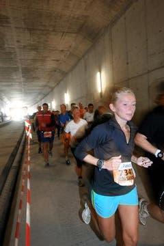 Der Lauf durch den Tunnel der Zentralbahn ist ein Highlight der fünften Austragung des Lucerne Marathons. (Bild: Eveline Beerkircher / Neue LZ)