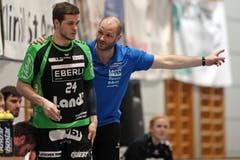 Der Krienser Trainer Heiko Grimm gibt Tobias Baumgartner Anweisungen. (Bild: Philipp Schmidli / Neue LZ)