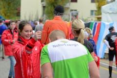 Einige der 10'000 Siegerinnen und Sieger beim Zieleinlauf. (Bild: Dominik Wunderli/LZ)