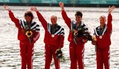Ingrid Haralamow, Daniela Baumer, Sabine Eichenberger und Gabi Müller (von links), Silber im Kajak-Vierer, 1996 in Atlanta. (Bild: AP / Frank Augstein)