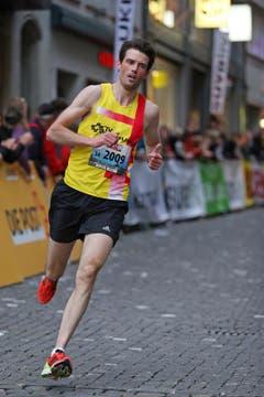 Ueli Koch, Sieger Männer M30, am Luzerner Stadtlauf (Bild: Philipp Schmidli / Neue LZ)