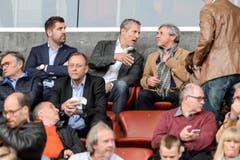 GC-CEO Manuel Huber sieht sich das Spiel zusammen mit Präsident Stephan Anliker und Heinz Spross von der Tribüne aus an. (Bild: Freshfocus)