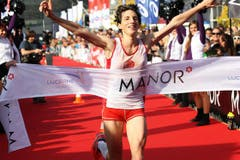 Die Britin Jeska Lauren gewinnt den Marathon bei den Frauen in 2:48.17. (Bild: Nadia Schärli / Neue LZ)