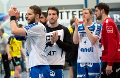 Daniel Fellmann (links) und Yves Mühlebach bedanken sich bei den Fans. (Bild: Eveline Beerkircher / Neue LZ)