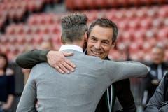 Freude herrscht beim dynamischen Duo: Sportchef Alain Sutter und Präsident Matthias Hüppi umarmen sich. (Bild: Freshfocus)