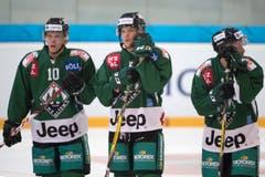 Oltens Ueli Huber, Marc Grieder und Remo Meister nach dem Spiel. (Bild: Marcel Bieri / Keystone)