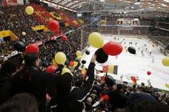 Die Arena ist mit 17'132 Zuschauern ausverkauft. (Bild: Keystone)