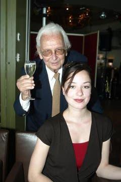 Walter Roderer an seinem 85. Geburtstag mit seiner Grossnichte Anina, die er 2005 heiratete. (Bild: Archiv Neue LZ)
