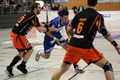 Der Krienser David Nyffenegger (am Ball) gegen den Schaffhauser Vaclav Vrany. (Bild: Roger Zbinden / Neue LZ)
