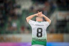 Runar Sigurjonsson enttäuscht darüber, dass seine Mannschaft im Heimspiel gegen das abstiegsgefährdete Thun verloren hat. (Bild: Urs Bucher)
