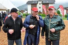 Wie das Sägemehl gehört die Bratwurst zum Schweizer kantonalen Schwing und Älplerfest in Steinen. (Bild: Franz Föhn)