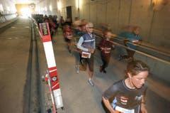 Der Lauf durch den Tunnel der Zentralbahn ist ein Highlight der fünften Austragung des Lucerne Marathons. (Bild: Eveline Beerkicher/Neue LZ)