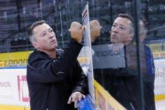 Trainer Harold Kreis gibt Anweisungen. (Bild: Werner Schelbert / Neue ZZ)