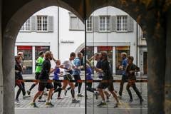 Làufer, Läuferinnen, Publikum – und eine ganze Stadt als Kulisse. (Bild: Philipp Schmidli/LZ)
