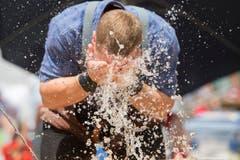 Noch einen Sprutz kühles Wasser. (Bild: Keystone/Urs Flüeler)