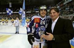 EVZ-Captain Duri Camichel (links) mit Paul Di Pietro. (Bild: Keystone/Sigi Tischler)
