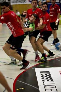 HCK-Spieler Fabio Baviera beim Abschluss. (Bild: Manuela Jans / Neue LZ)