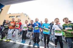 Swiss City Marathon 2017 // Maratholino in Horw Im Bild ist das Einwärmen vor dem Maratholino Lauf für die Kinder (foto: roger gruetter) (Bild: Roger Grütter (LZ))