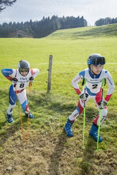 23. September: Teilnehmer an den Schweizer Meisterschaften im Grasskifahren auf der Brustenegg in Goldingen warten auf den Start. (Bild: Benjamin Manser)