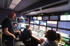 19.39: Im Regiewagen draussen ist alles bereit für den Aufzeichnungsbeginn um 20 Uhr. (Bild: Manuel Nagel)