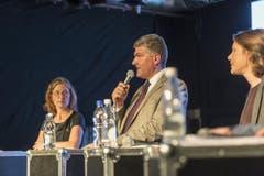 Kandidat Boris Tschirky (CVP) mit Kandidatin Ingrid Jacober (Grüne, links) und Kandidatin Sonja Lüthi (GLP, rechts). (Bild: Hanspeter Schiess)