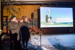 Vorpremiere des Fernsehfilms über die Nonnen von der Notkersegg: Schwester Manuela und Filmemacherin Eveline Falk begrüssen. (Bild: Ralph Ribi)