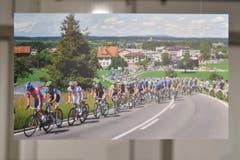 Juni: Heinz Knöpfli fotografierte den Tross der Tour de Suisse, als er den Schocherswiler Stich erklamm. (Bild: manuel nagel)