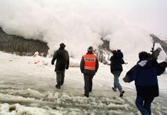 Die Lawine hat am 24. Februar 1999 schon acht Menschenleben gefordert. Zwei Menschen werden immer noch vermisst. (Bild: Keystone/Fabrice Coffrini)