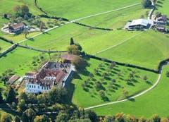 Luftaufnahme der Notkersegg – links im Bild das Kloster, rechts das Ausflugsrestaurant Scheitlinsbüchel. (Bild: Hans Adelmann)