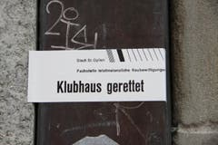 2014/15 lösten Abbruchpläne fürs Klubhaus heftige öffentliche Kritik aus – unter anderem wurden in der Stadt Kleber fürs Klubhaus platziert. (Bild: Sammlung Reto Voneschen)