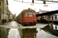 """1999 heisst es """"Land unter"""" auch am Hafenbahnhof in Rorschach. (Bild: Keystone)"""