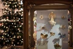 Glasseide wurde aus Glas gesponnen und für Engelsflügel, Schmetterlingsflügel und Vogelschwänze verwendet. (Bild: Sabrina Stübi)