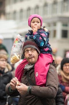 Bohl vor dem Waaghaus Start St.Galler Fasnacht 2018 mit Guggen und Plakatenthüllung. (Bild: Hanspeter Schiess)
